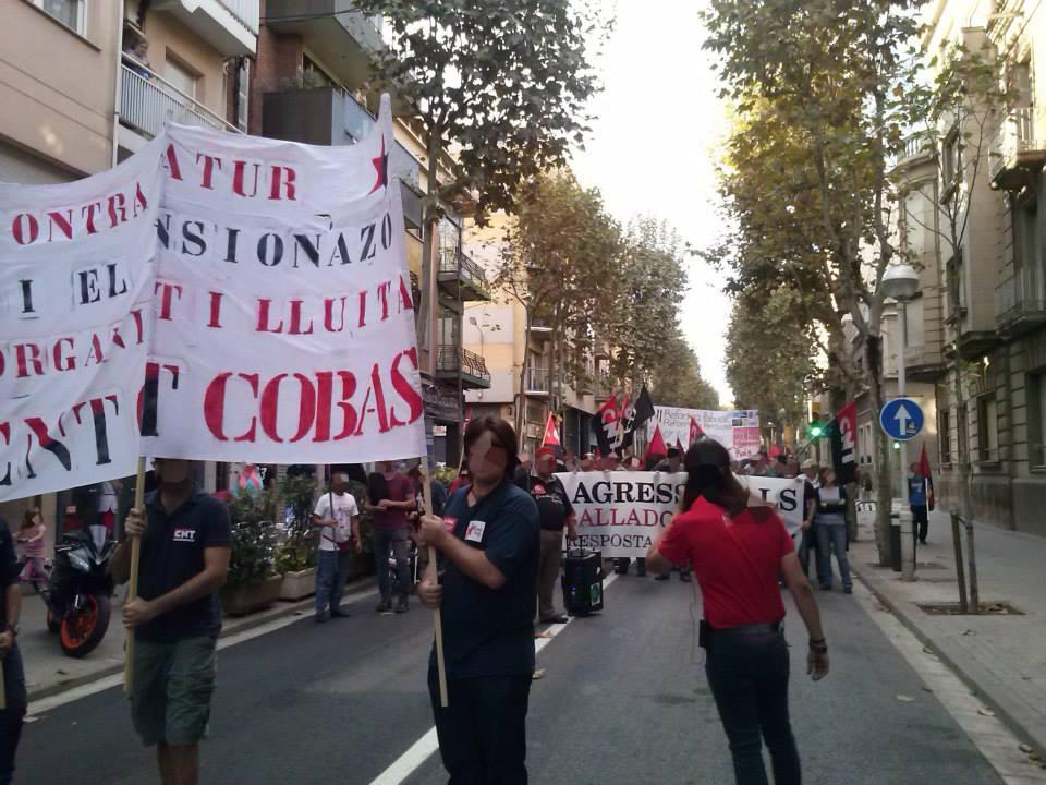 """Unes 150 persones participen a la manifestació contra el """"pensionazo i l'atur"""""""