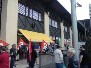 concentración contra els Tancaments a la botica de la Maquinista.
