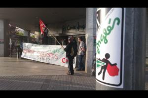 La CNT de Sabadell fa un piquet informatiu davant del Corte Inglés de la ciutat
